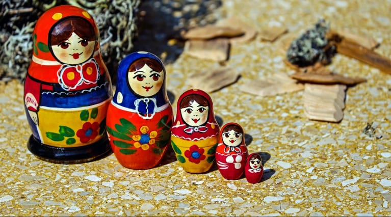 Nesting in storytelling -- the three act structure (Russian dolls analogy)